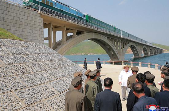 КНДР готова строить железные дороги вместе с Россией и Южной Кореей