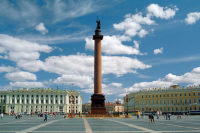 В Петербурге воздвигли самую высокую в мире Триумфальную колонну