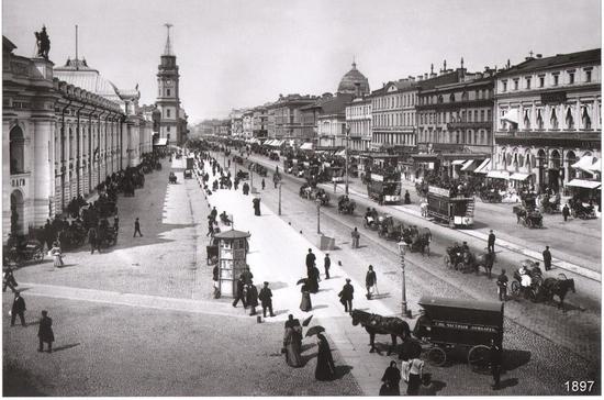 В Санкт-Петербурге решено беречь деревянные мостовые