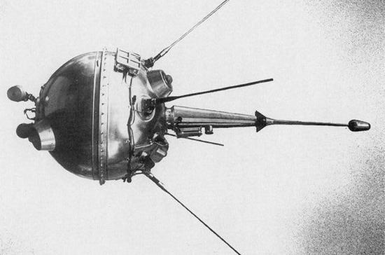 Космическая станция врезалась в Луну и взорвалась