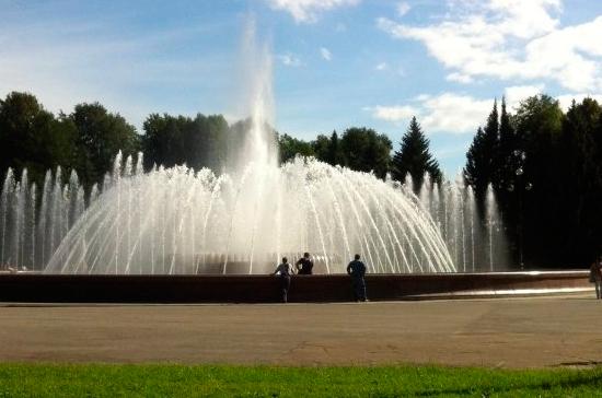 В Петербурге после двухдневного шторма открыли парки и сады