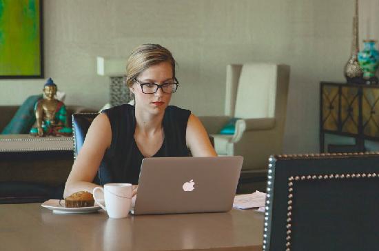 Как государство поможет женщине стать предпринимателем?