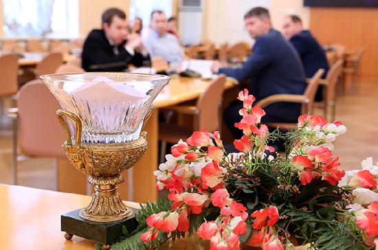 Петербургские студенты поспорили о демократии