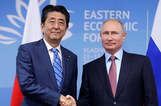 Японские СМИ рассказали о приватном разговоре Путина и Абэ