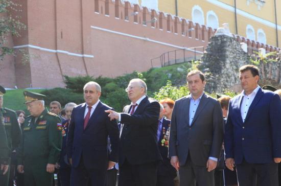 Церемония в память об освобождении Смоленска от фашистов прошла у стен Кремля