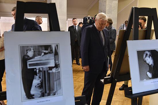 В Госдуме открылась выставка, посвящённая 20-летию «Парламентской газеты»
