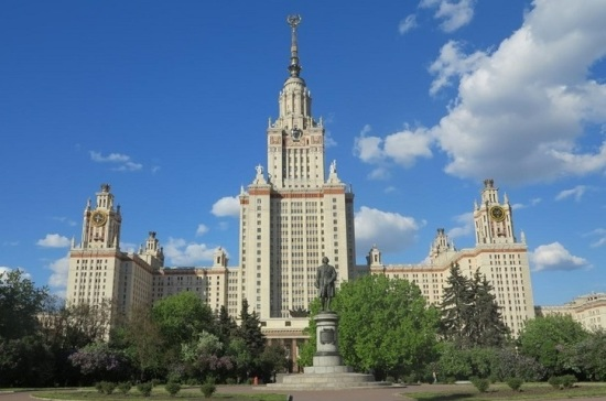 Полномочия Миннауки пропишут в уставах МГУ и СПбГУ