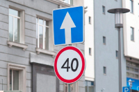 Петербургский депутат предлагает снизить скорости в городах