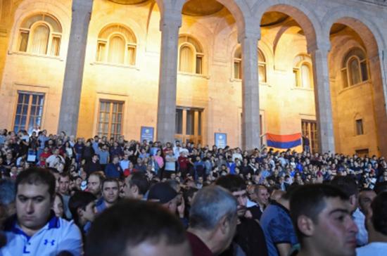 Против чего в этот раз протестуют в Ереване