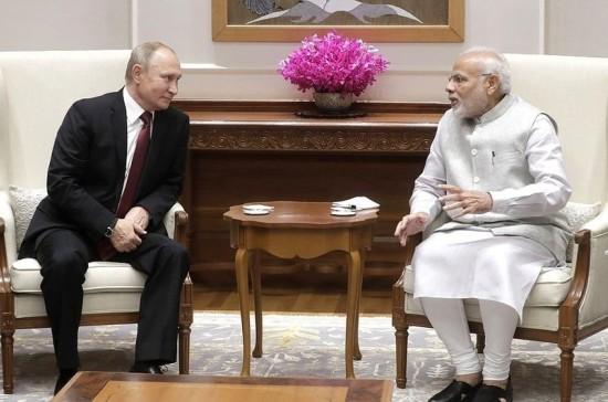 Путин пригласил Моди на ВЭФ-2019