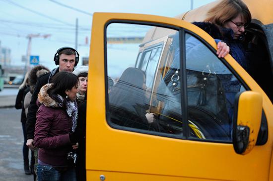 Водителей, перевозящих более восьми пассажиров, обяжут получить лицензии
