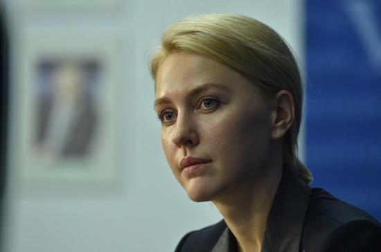Для российских педагогов хотят установить единую зарплату
