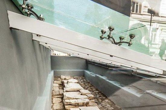 В центре Москвы открылась музейная витрина с историческими артефактами