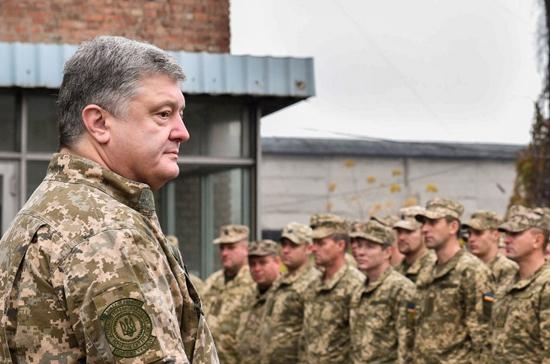 Порошенко разрешил ВСУ в Донбассе стрелять из всего имеющегося оружия