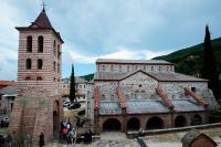 Афон останется открытым для паломников из России