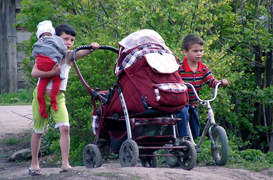 В Совете Федерации предлагают отвязать статус многодетной семьи от семейных доходов