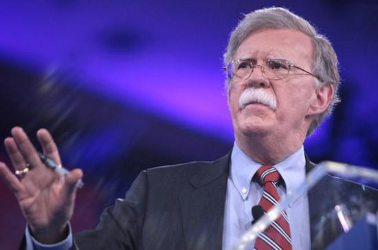 США пока не рассматривают вопрос о дополнительных санкциях против РФ, заявил Болтон