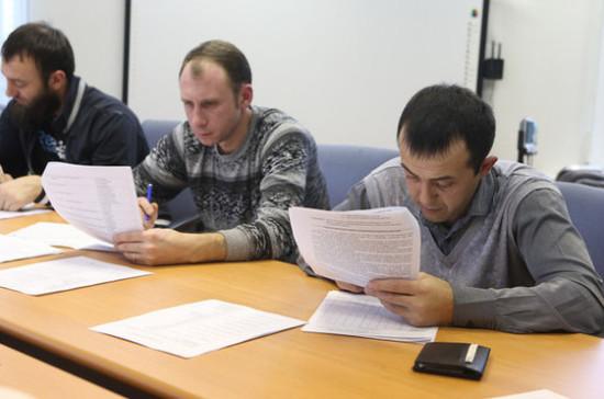 Иностранных рабочих адаптируют к России на их родине