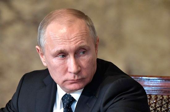 Путин призвал воспитывать патриотизм у военнослужащих