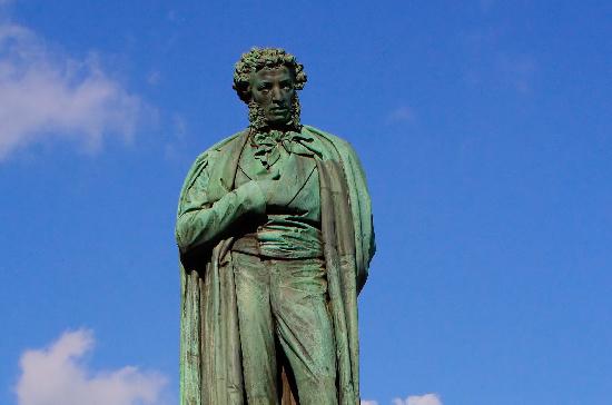 В день инсульта памятник Пушкину в Москве сделают красным