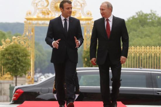 Путин и Макрон отметили необходимость продвижения политического процесса в Сирии