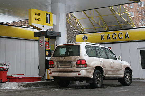 Правительство зафиксировало цены на топливо