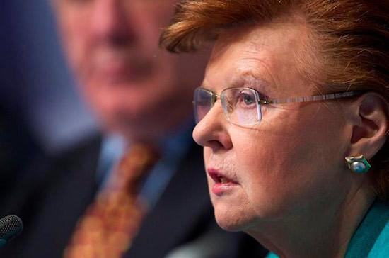 Экс-президент Латвии обвинила власти страны в плохом управлении государством