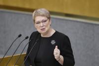 Министр просвещения готова регламентировать использование гаджетов в школах