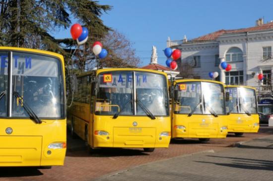 Севастополь до конца года получит 17 новых школьных автобусов