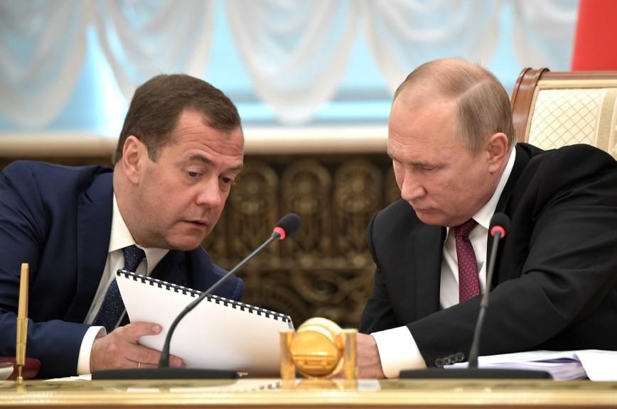 В Кремле рассказали об управляемости страной в отсутствие Путина и Медведева