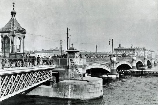 Когда в Петербурге появился первый разводной мост