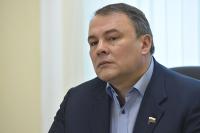 Госдума до конца года рассмотрит законопроект о журналистах в горячих точках, сообщил Толстой