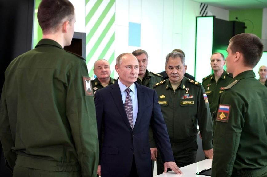 Путин поправил сделавшего неверное ударение курсанта