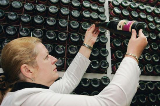 В Минздраве рассказали о подготовке законопроекта о продаже алкоголя с 21 года