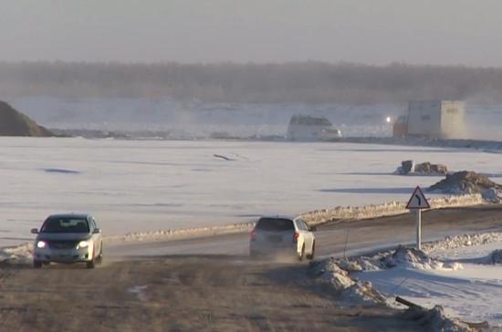 СМИ: на реке Лена возобновила работу зимняя переправа