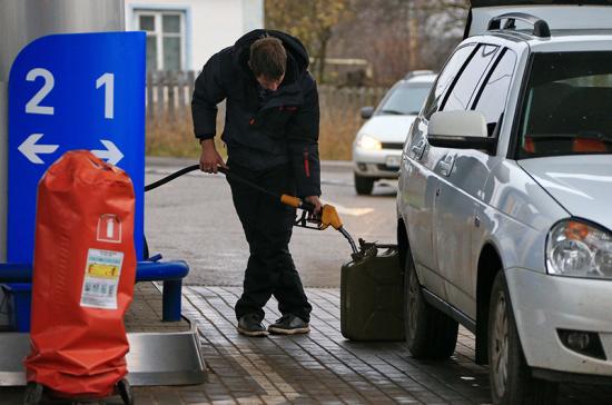 Нефть всё дешевле, бензин всё растёт. В чью пользу парадокс?