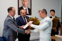 Куликов вручил севастопольским военным пенсионерам сертификаты на жильё
