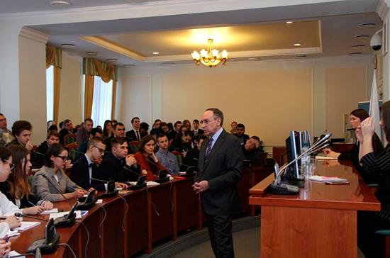 Никонов оценил Школу парламентаризма как полезный проект