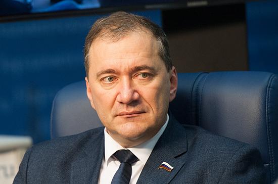 В Госдуме назвали ограничение на въезд россиян на Украину трагикомедией