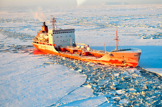 Иностранные военные корабли смогут ходить по Севморпути лишь по уведомлению