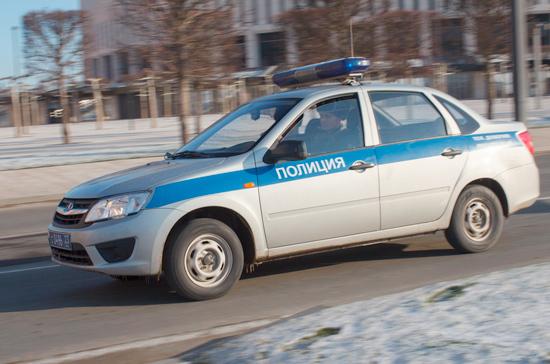 Пришедшего в московскую школу с ножом подростка передали полиции