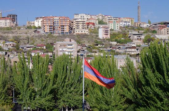 Президент и экс-президент Армении выступили с заявлениями накануне парламентских выборов