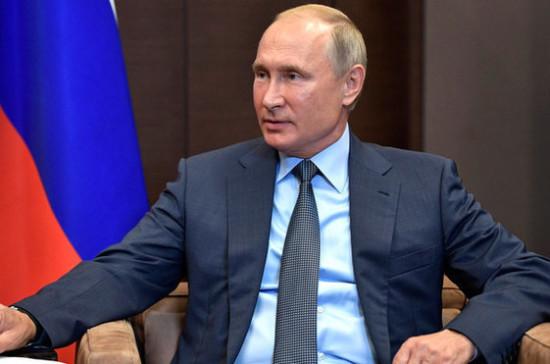 Путин и Медведев присутствуют на приёме в Кремле в честь 25-летия Конституции