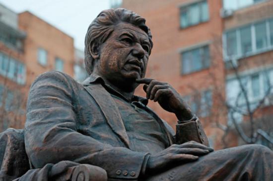 В Киргизии проходят памятные церемонии в честь Чингиза Айтматова