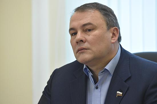 Толстой: предложения молодых парламентариев интегрируют в работу Госдумы
