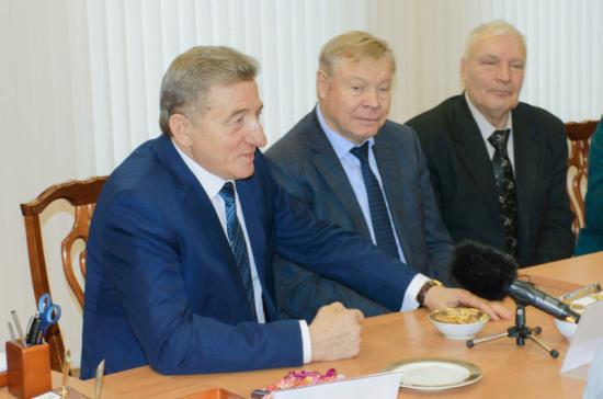 Сенатор Сергей Лукин подарил воронежским ветеранам подписку на «Парламентскую газету»
