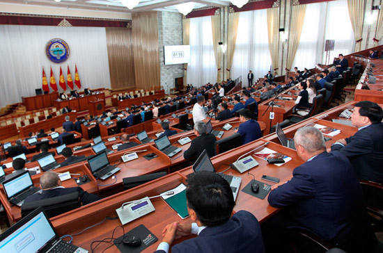 Парламент Киргизии предложил выдавать диппаспорта крупным налогоплательщикам
