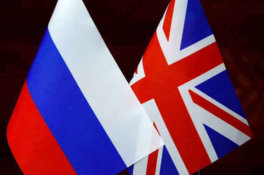 Москва и Лондон начнут восстанавливать численность диппредставительств в январе, сообщил посол
