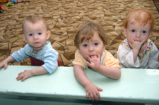 Минпросвещение предложило ввести запрет на усыновление более одного ребенка в год