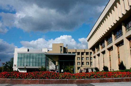 Литовскому парламентарию выписали штраф за критику строительного концерна